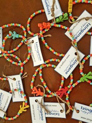 Izingane Happy Foundation armbandje  voor €5,– per stuk